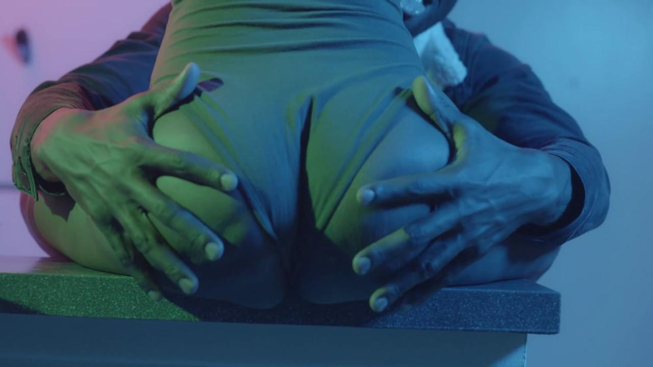 Nicki minaj pound the alarm explicit - 4 4